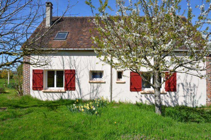La façade arrière du gîte situé à Fontenouilles Charny Orée de Puisaye dans l'Yonne
