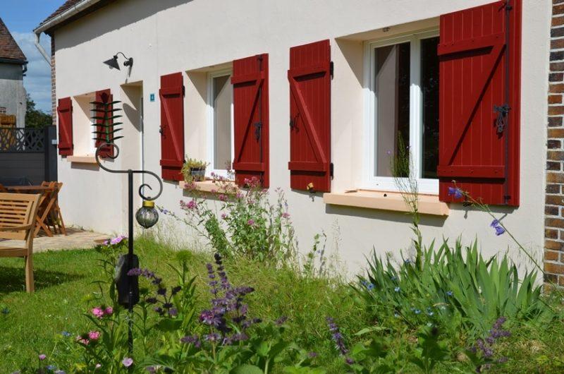 La façade avant du gîte situé à Fontenouilles Charny Orée de Puisaye dans l'Yonne