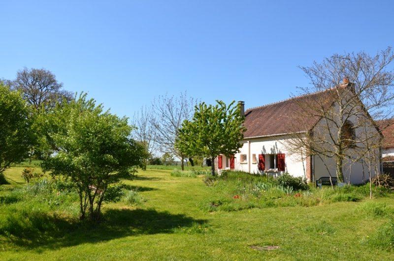 Le gîte rural au printemps est situé à Fontenouilles Charny Orée de Puisaye dans l'Yonne