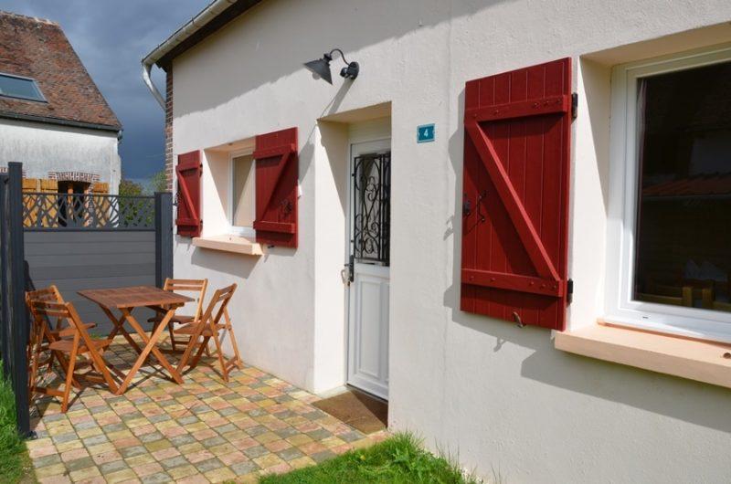 La terrasse du gîte situé à Fontenouilles Charny Orée de Puisaye dans l'Yonne